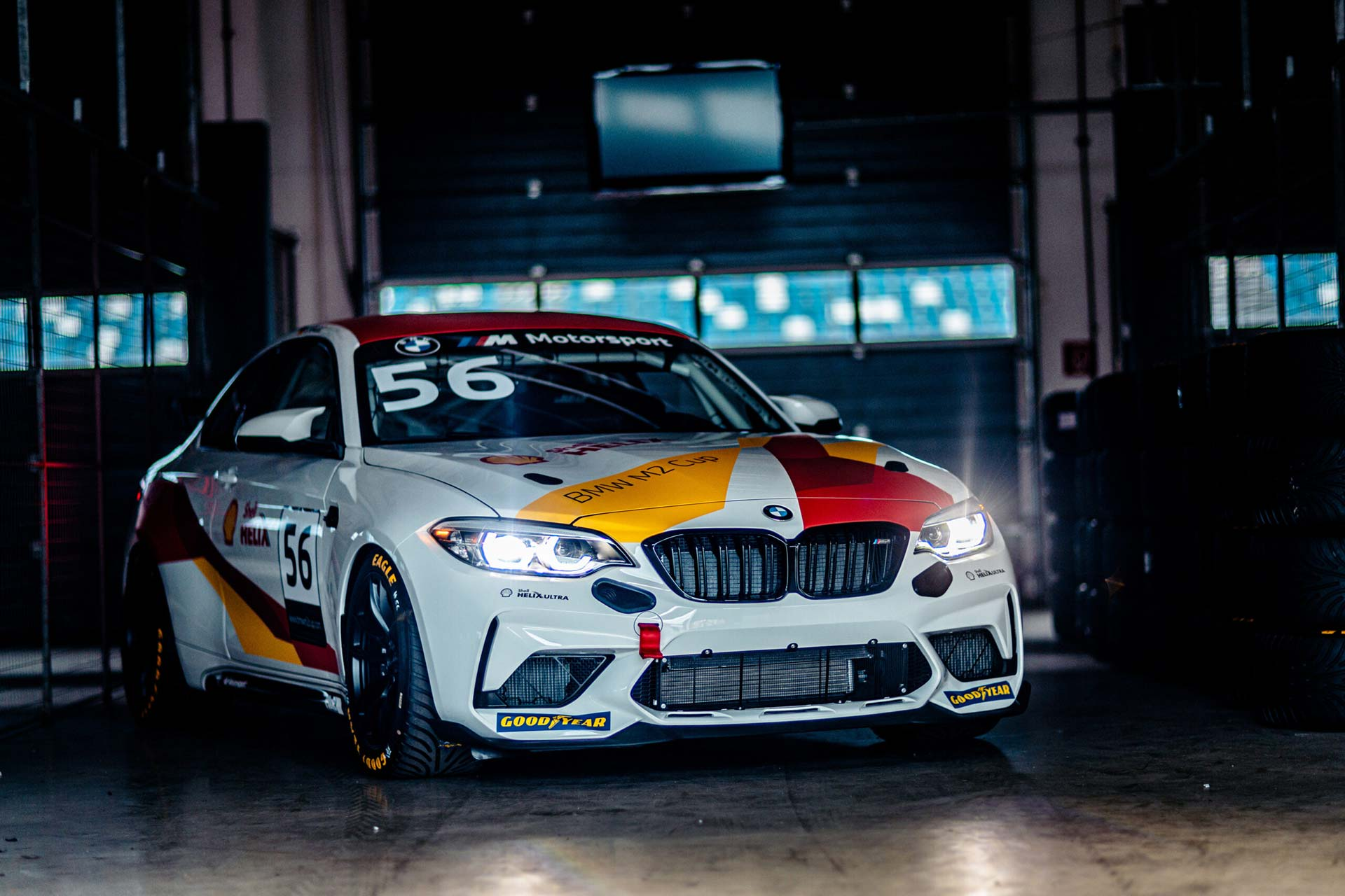 BMW M2cs Winter Cup Rennfahrzeug in der Box